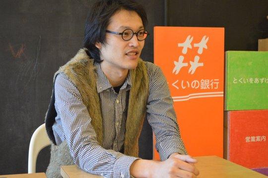 「とくいの銀行」を手掛けたアーティストの深澤孝史さん。現在は北海道に住みながら、全国各地で活動中。